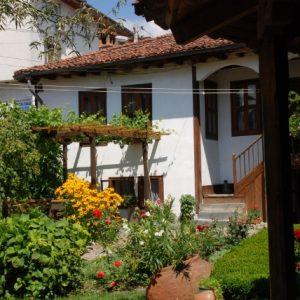 Unser Hotel in Kalofer mit Terasse und Garten
