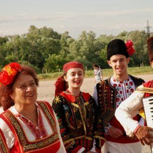 Musiker und Sängerinnen des Folklorefestes