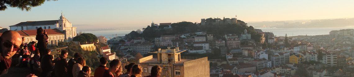 Einer der zahlreichen Aussichtspunkte der Stadt bei Sonnenuntergang