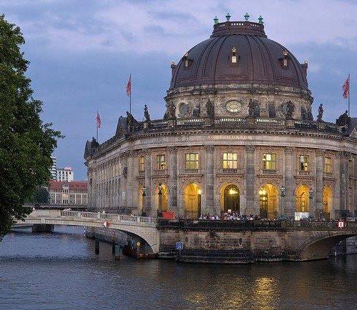 Die Museumsinsel im Abendlicht