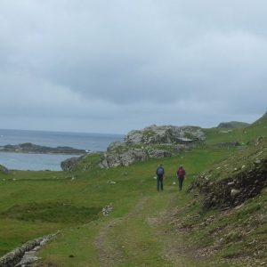 Wanderer auf der Insel Inishbofin