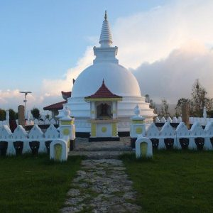 Ein buddhistischer Tempel im Abendlicht