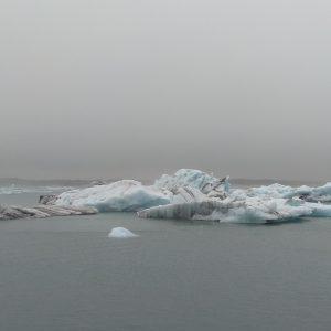 Eisschollen auf einer Gletscherlagune