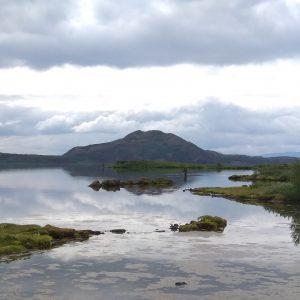 isländische Seenlandschaft mit Angler