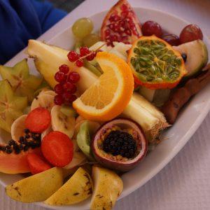 Tropischer Salat an der subtropischen Küste von Granada
