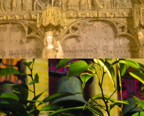 Foto-Collage aus gotischem Kirchportal und Kirchglocken