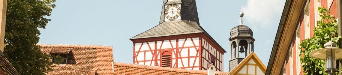 Fachwerkturm einer Kirchenburg in Franken