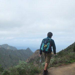 Wanderer auf dem Höhenweg im Anaga-Gebirge