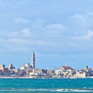 Skyline von Bari vom Meer aus gesehen