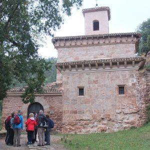 tour de sens Gruppe vor dem romanischen Kloster Suso