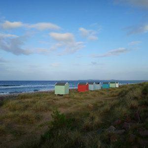 Strand von Findhorn mit Strandhütten