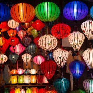 Viele, farbige Lampions