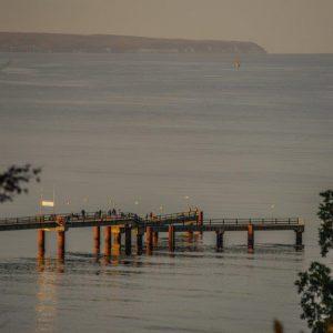 Seebrücke/Schiffsanleger im Abendlicht