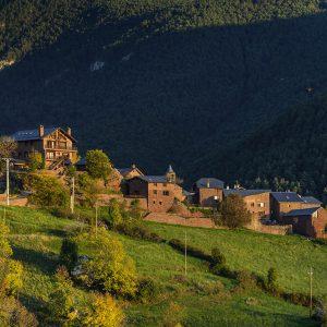 Das rote Dorf im Siarb-Tal