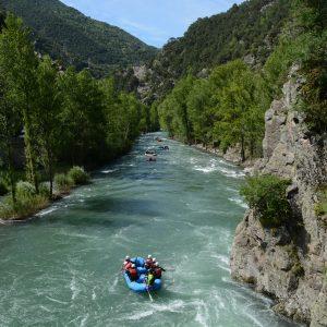 Schlauchbot beim Wildwasser-Rafting im Tal von Sort