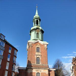 Die rote Backsteinkirche von Sankt Georg