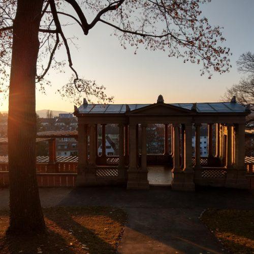 Das Pavillonam Rosengarten bei Sonnenuntergang