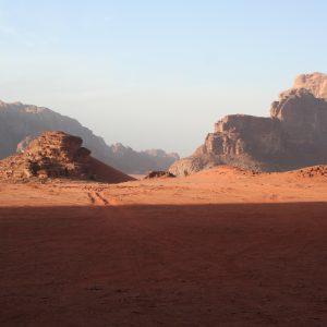 Rote Wüste (Sand und Stein) im Wadi Rum