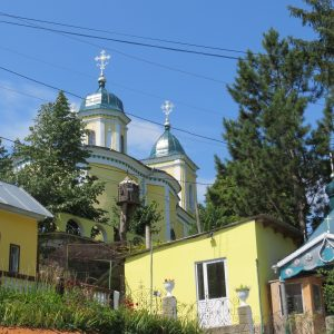 Kloster Saharna mit Garten