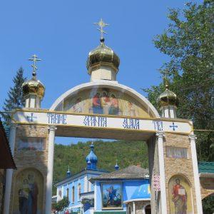 Eingang in das bunte Kloster von Saharna