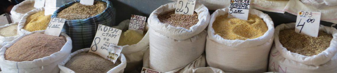 Säcke mit Getreide und verschiedenen Hülsenfrüchten auf dem Markt von Chisinau