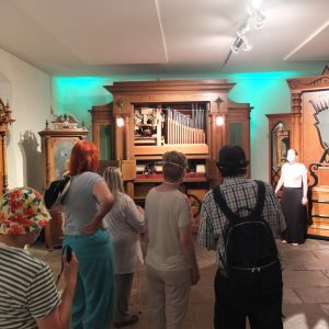 Unsere Gruppe von hinten imMusikautomatenmuseum